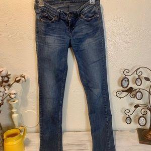 LLevi medium wash skinny jeans